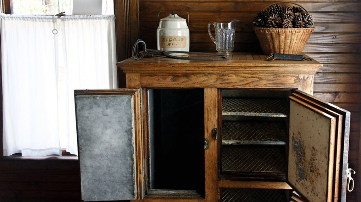 You are currently viewing The Early Days of Refrigerators And Iceboxes